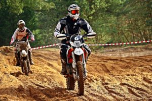 Motocross_Crosshelm-mit-Brille